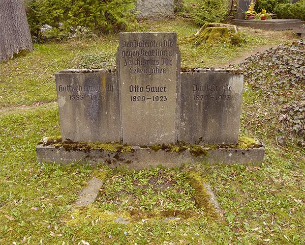 Gedenkstein für die Opfer der Wolfsschlucht-Vorfälle. Aufnahme von April 2010.
